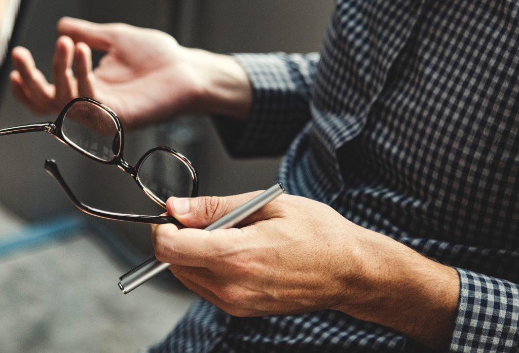 Einfach mal die Brille ABsetzen, um die Zusammenhänge zu erkennen.